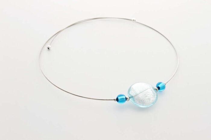 Collana in vetro e foglia argento, acqua chiara