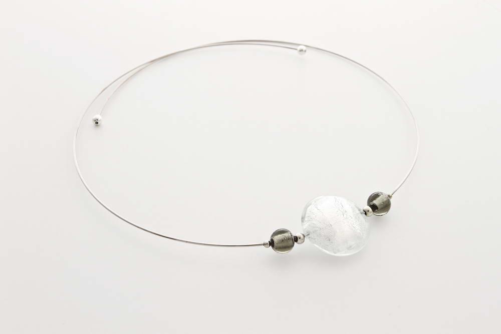 Collana in vetro e foglia argento, cristallo argento