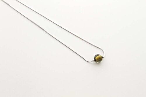 Collana in vetro e foglia oro, acciaio oro