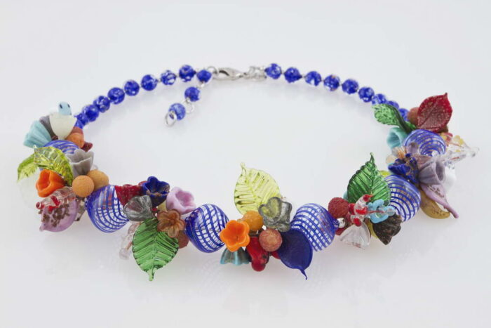 Blown glass necklace with flowers pattern, cobalt blue