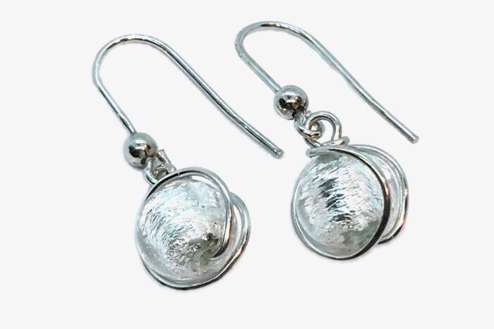 Orecchini in vetro e foglia argento avvolti, cristallo argento