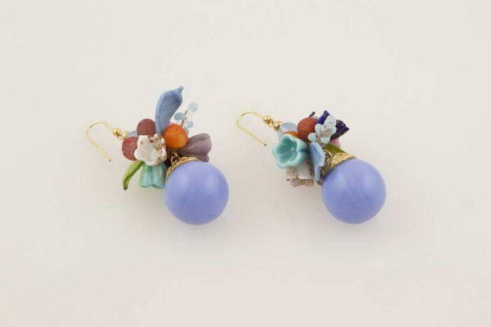 Orecchini in vetro soffiato fantasia fiori, bluino