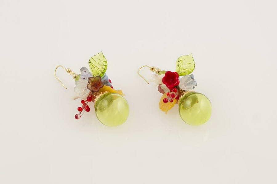 Orecchini in vetro soffiato fantasia fiori, verde acido
