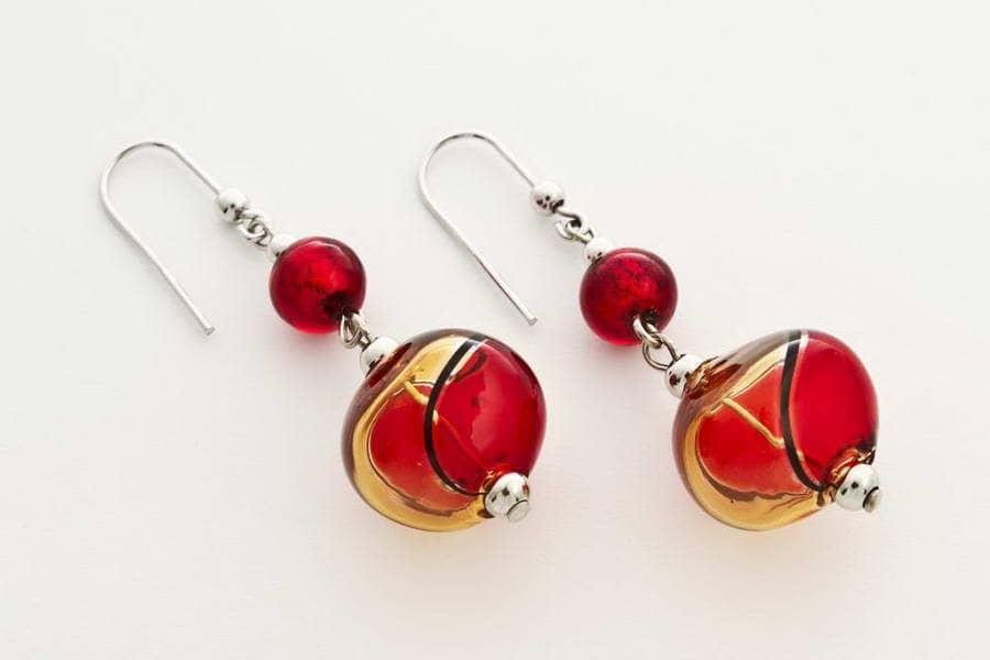 Orecchini in vetro soffiato e foglia oro schiacciati, rosso e topazio chiaro
